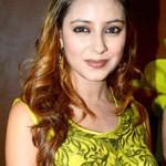 Pratyusha_Banerjee_at_her_birthday_bash.resized