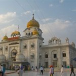 1280px-Front_view_of_Gurudwara_Bangla_Sahib,_Delhi.resized