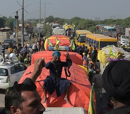 1280px-2020_Indian_farmers'_protest_-_On_a_truck.resized