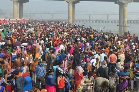 1280px-Kumbh_Mela_2019_-_Crowd_Near_Shastri_Bridge_-_Prayagraj,_India.resized